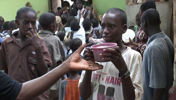 Ce jour là, tous les enfants peuvent manger à leur faim.