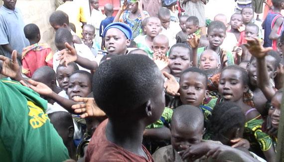 Ces journées de don de nourriture sont organisées par les responsables religieux de la région.